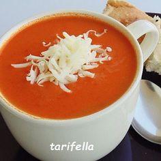 Domates Çorbası ✔️Malzemeler 3 domates 2 yemek kaşığı tereyağ 1 tepeleme yemek kaşığı un 1 yemek kaşığı domates salçası 1 yemek kaşığı biber salçası 5 su bardağı su Yarım su bardağı süt (kremada kullanabilirsiniz) Tuz ✔️Yapılışı Tereyağını çorbayı pişireceğiniz tencerede eritin. Unu tereyağına ekleyip kokusu çıkana kadar kavurun. Rendelediğiniz domatesleri,domates ve biber salçasını da tencereye ekleyin 5 dakika kısık ateşte pişirerek yavaş yavaş suyu ilave edin ve karışt... Tomato Paste, Tomato Soup, Soup Recipes, Great Recipes, Turkish Recipes, Ethnic Recipes, Turkish Kitchen, Pasta, Turkish Delight