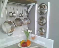 Easy Pot Lid Rack - Could use an old Ladder? Might have to trim to fit closer to the wall.