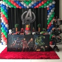 The decoration for a memorable and incredible birthday party, whatever the theme chosen, requires good planning. Ninja Birthday Parties, Superhero Birthday Party, 4th Birthday, Avengers Party Decorations, Birthday Party Decorations, Avengers Birthday, Darwin, Avengers Birthday Cakes, Avengers Birthday Parties