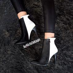 Siyah beyaz topuklu bot modeli kontrast uyum seven kadınların tercihi oluyor. #blackandwhite #heels #shoes #bootieseason