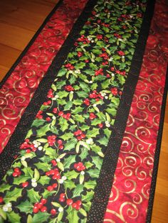 Christmas Table Runner, Holly and Red Berries with Red Gold Swirl Table Decor Quilted by TahoeQuilts on Etsy Diy Christmas Crafts To Sell, Christmas Items, Christmas Projects, Diy Crafts, Table Runner And Placemats, Table Runner Pattern, Quilted Table Runners, Christmas Runner, Christmas Quilting