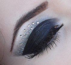 Black eye make-up
