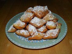Kräppelchen, ein beliebtes Rezept aus der Kategorie Kuchen. Bewertungen: 35. Durchschnitt: Ø 4,6.