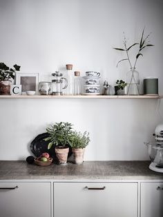 to Design a Tiny Kitchen With Tons of Smart Storage Emily Henderson small kitchen ideasHome Sweet Home Home Sweet Home may refer to: Rental Kitchen, Kitchen Dining, Kitchen Decor, Kitchen Walls, Küchen Design, Interior Design, Design Ideas, Cute Kitchen, Kitchen Ideas