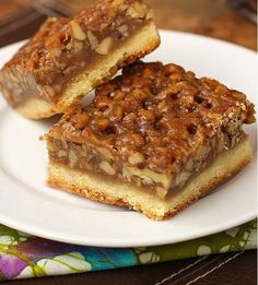 Best Ever Pecan Pie Bars- These dessert bars are perfect for serving at Thanksgiving!