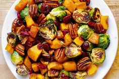 Roasted Butternut Squash and Brussels sprouts with Pecans and Cranberries is one of the best holiday side dishes you'll ever try! It's a perfect recipe for Thanksgiving, Christmas, New Year's Eve or any time you Thanksgiving Side Dishes, Thanksgiving 2020, Vegetarian Thanksgiving, Vegetable Dishes, Vegetable Recipes, Traditional Thanksgiving Recipes, Holiday Side Dishes, Holiday Meals, Vegetarian Recipes