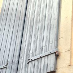Les couleurs du Béarn et façades typiques des architectures de caractère * image à découvrir dans notre collection urbaine • Royalty free photo - creativelune.com French Architecture, High Resolution Picture, Home Pictures, Photos, City, Wood, Free, Collection, Painted Wood