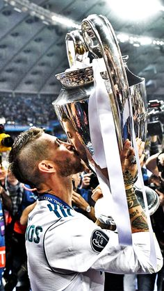 Sergio Ramos Photos Photos: Real Madrid v Liverpool - UEFA Champions League Final Club Football, Madrid Football Club, Football Is Life, Ramos Real Madrid, Real Madrid Club, Real Madrid Players, Real Madrid Wallpapers, Ronaldo Wallpapers, Ronaldo Real Madrid