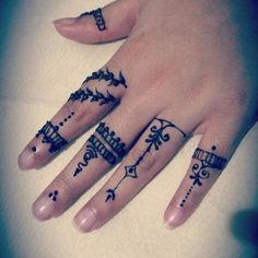 39 Brilliant Mehndi Designs for Fingers That You Can Get For a Simple Look - Mehndi YoYo Mehndi Designs For Fingers, Hand Henna, Hand Tattoos, Venus, Minimalist, Art, Tatoo, Art Background, Kunst