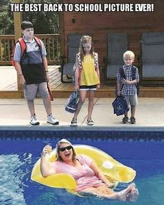 This mom celebrated her kids going back to school with a funny photo shoot. Funny Tweets, Funny Jokes, Hilarious, Funny Images, Funny Photos, Images Kawaii, Fb Memes, Back To School Pictures, Blonde Jokes