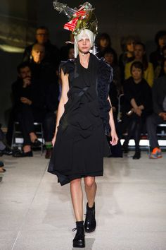 Comme des Garçons Spring 2013 Ready-to-Wear Collection Slideshow on Style.comf