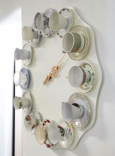 Tea time clock - DIY idea -- Cute for shabby chic room Alice In Wonderland Room, Wonderland Party, Diy Clock, Clock Ideas, Tea Time, Tea Pots, Creations, Diy Crafts, How To Make