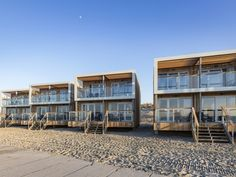 Read all about accommodation type beach villa - Comfort) on Landal Beach Villa's Hoek van Holland,Hoek van Holland, Zuid-Holland, The Netherlands. Holland Beach, Holland Cities, Visit Holland, Beach Hotels, Beach Resorts, Bungalow Hotel, Tiny Beach House, Tiny House Rentals, Condos