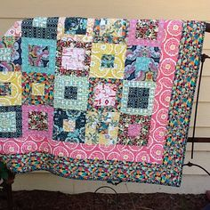 Carnaby Street quilt by @Debbie Arruda Goering | #carnabyst #patbravo #quilt #sewing