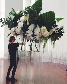 { To scale, Saskia Havekes in situ } large flower arrangement.