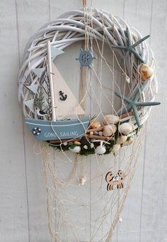 Seashell Crafts, Beach Crafts, Diy And Crafts, Summer Deco, Diy Wreath, Door Wreaths, Nautical Bathroom Decor, Bohemian Bathroom, Nautical Wreath