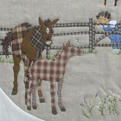 HORSE QUILT..................PC................. ...........子馬をみに - パッチワークキルト・手芸キットのゆう風舎 Net Shop Applique Stitches, Hand Applique, Applique Patterns, Applique Quilts, Embroidery Applique, Wool Quilts, Mini Quilts, Baby Quilts, Sue Sunbonnet