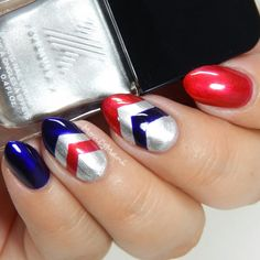 Red and blue single chevron stripes are layered on top of a platinum base. Snag this Captain America inspired design using this amazing Formula X Infinite Ombré Kit available at Sephora.