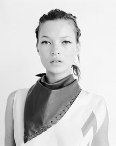 Kate Moss // cat-eyeliner & leather scarf #style #fashion #beauty