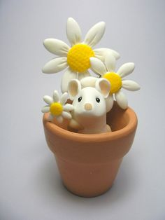 Wee Flowerpot Mouse with Daisies by QuernusCrafts, via Flickr: