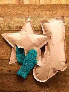 papel de regalo de navidad con formas navideñas