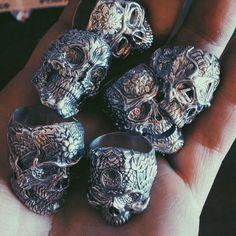 Fine light trading skull ring