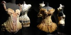 Jean Paul Gaultier, le couturier anticonformiste, se déshabille au Grand Palais