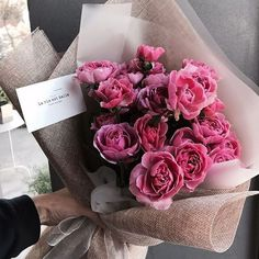 Seeing beautiful flowers makes you feel good - Page 50 of 54 - Lialip My Flower, Pretty Flowers, Fresh Flowers, Pink Flowers, Pink Roses, Arte Floral, Bouquets, Planting Flowers, Flowers Garden