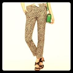 """J.CREW STRETCH CITY FIT LEOPARD CROP PANTS Vibrant leopard print on these J.Crew Stretch City Fit crop pants. 26"""" inseam. 9"""" waist to crotch. 33"""" waist to hem. 98% cotton 2% spandex. Size 2. In like new condition. No trades or PayPal. Kalley-Rose and I are thankful you stopped by @treaduresbytrac.  J. Crew Pants Ankle & Cropped"""