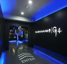 DESIGN THE CONCEPT To promote its brand, the hardcore computer gamer Alienware continues its conquest of physical spaces and you can find similar pins. Gym Interior, Cafe Interior Design, Cafe Design, Store Design, Game Room Design, Lounge Design, Gym Design, Retail Design, Gaming Lounge