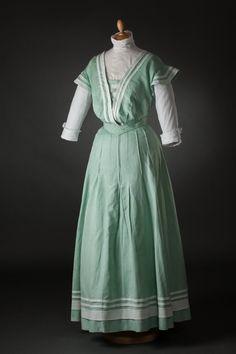 Seaside dress ca. Edwardian Gowns, Edwardian Costumes, Edwardian Clothing, Historical Clothing, Vintage Clothing, Clothing Ideas, 1900s Fashion, Edwardian Fashion, Belle Epoque
