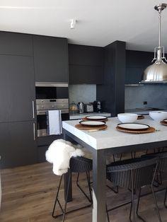 Cocina de encina pintada Table, Furniture, Home Decor, Houses, Kitchens, Homemade Home Decor, Mesas, Home Furnishings, Desk