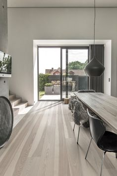 Kährs is a world-leading manufacturer of wood floors and vinyl floors which provides a complete flooring solutions for your home. Best Flooring, Parquet Flooring, Grey Flooring, Vinyl Flooring, Hardwood Floors, Flooring Ideas, Sawn Timber, Engineered Wood Floors, Beautiful Homes