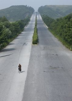 North Korea highway by Eric Lafforgue. No lines on the road. Built assuming only rich will have cars.why paint lines? Brunei, Laos, Nepal, Sri Lanka, Korean Peninsula, Beautiful Roads, North South, South Korea, Places To See