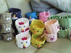 Paper Basket Weaving, Straw Weaving, Diy And Crafts, Arts And Crafts, Paper Crafts, Sun Paper, Newspaper Basket, Easter Baskets, Handicraft
