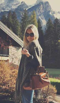 Love her slouchy bag and sweater