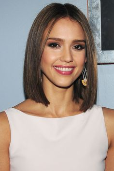 Jessica Alba shows just how sexy a smoky-#Eyed look can be when teamed with a glowing complexion and a popping pink lip. Flawless.