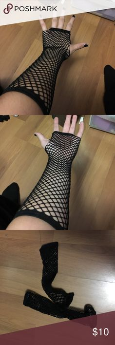 Elbow length fishnet gloves Black fingerless fishnet gloves from Hot Topic Hot Topic Accessories Gloves & Mittens