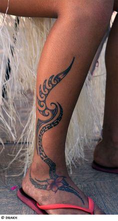 40 melhores estilos e desenhos para uma tatuagem tribal for Tribal leg tattoos for females