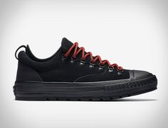 Converse have given the Converse Chuck Taylor All Star Descent Shoe a  rugged appearance making them 9fb89bf26