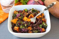Insalata di quinoa, patate dolci, cavolo e mirtilli | Ricette di ButtaLaPasta
