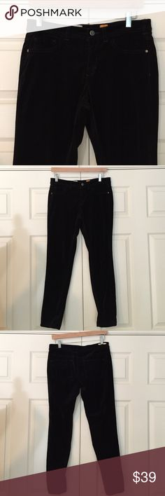 """Anthropologie Pilcro Velvet Legging Jeans so soft and comfy - black velvet """"serif"""" fit legging Jean from Pilcro and the Letterpress for Anthropologie. size 29. waist is 15"""" flat, front rise is 8.5"""", inseam is approx. 28"""". 98% cotton 2% spandex. excellent condition. Anthropologie Jeans"""