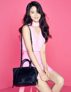 AOA's Seolhyun recently modeled for fashion brand 'HAZZYS Accessories' latest 2017 Fall/Winter Collection.The idol singer/actress lo… Seolhyun, Sexy Girl, Sexy Asian Girls, Kpop Girl Groups, Kpop Girls, South Korean Women, Kim Seol Hyun, Jimin, Beautiful Asian Women