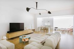 Nimu interior design studio transforms a part of this house located in the neighborhood of Quevedo, Madrid into a modern living area. Madrid, Japan Interior, Natural Wood Flooring, Types Of Houses, Modern Spaces, Interior Design Studio, Apartment Interior, White Walls, Living Area