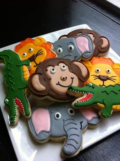 Cut out cookies are little edible works of art. I love looking at pictures of beautifully decorated cookies. I have rounded up a big selection of cookies to sha Zoo Animal Cakes, Animal Birthday Cakes, Animal Cupcakes, Birthday Cookies, Zoo Birthday Cake, Safari Animals, Bowie Birthday, Zoo Animal Party, Jungle Cupcakes