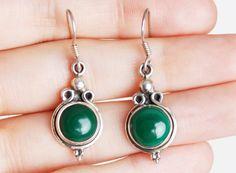 Vintage 90s STERLING Dot EARRINGS / Green Glass Silver Drop Earrings 1990s by twinheartsvintage