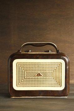 50's Large Knob Radio - 24 Thrones