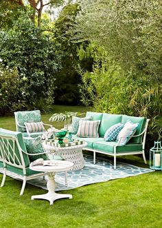 Choose from the Frontgate lineup of stylish, high-quality, cast-aluminum patio furniture to outfit your outdoor living space. Cast Aluminum Patio Furniture, Vintage Patio Furniture, Outdoor Garden Furniture, Patio Furniture Sets, Outdoor Rooms, Outdoor Living, Outdoor Decor, Furniture Buyers, Iron Furniture