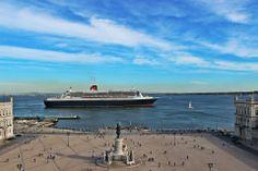 Queen Mary II - Terreiro do Paço from #Lisbon headind to the Atlantic Ocean
