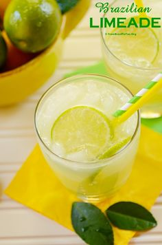 Prepared with a few ingredients that are thrown in the kitchen blender, producing the most simple and thirst-quenching lime drink ever. NO simple syrup or squeezed limes are necessary! #lime #limeade #drink #mardigras #carnival #carnaval